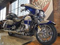 2017 Harley-Davidson CVO Limited 1870 (FLHTKSE)